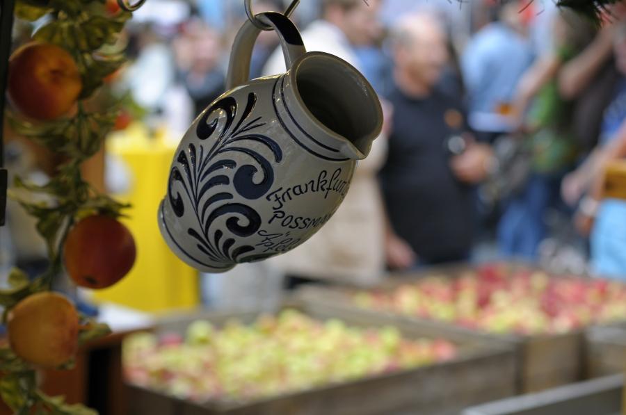 Frankfurter-Apfelweinfestival_Copyright-visitfrankfurt_Holger-Ullmann_front_magnific