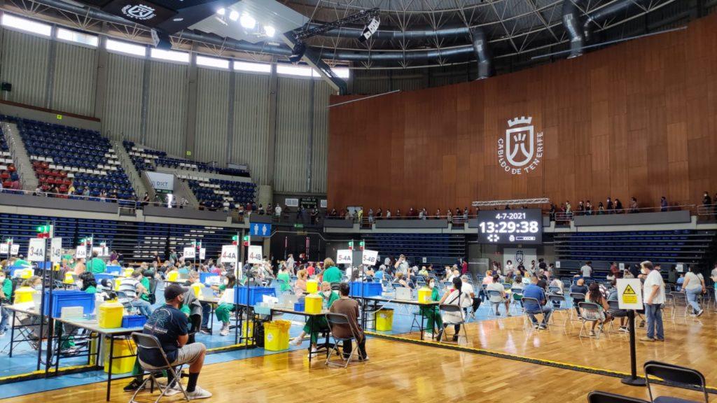 Gesundheitliche Schutzimpfung im Santiago-Martin-Pavillon mit 8.028 geimpften Personen in 24 Stunden.